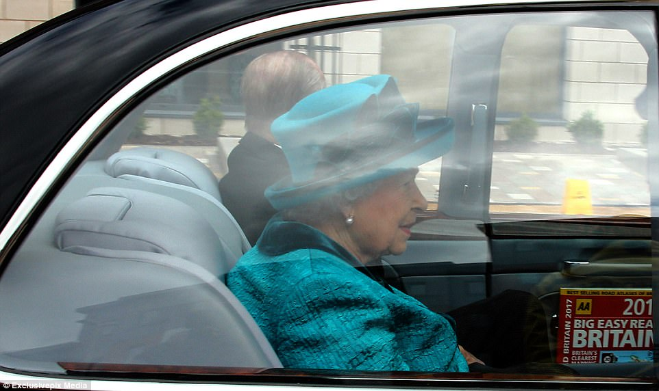 3FC5CF9D00000578-4482768-The_Queen_had_been_on_her_way_back_from_presenting_Maundy_Money_-a-16_1494191883309