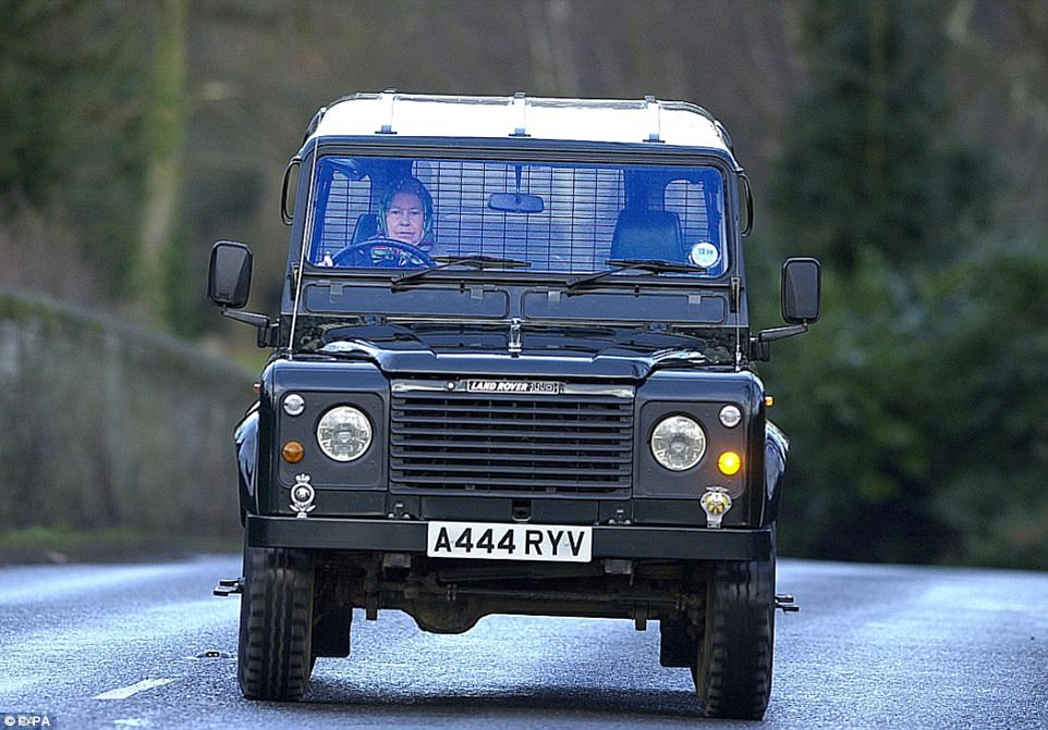 3FCA518900000578-4482768-Keen_driver_The_Queen_driving_herself_in_a_Land_Rover_in_January-a-14_1494191883109